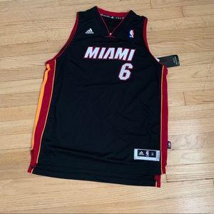 ADIDAS LeBron James jersey, boys size XL black